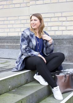 missesviolet-fashion-outfits-oversize-mantel-pepe-jeans-und-stan-smith-sneakers-6