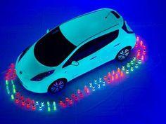 Nissan bate el récord Guinness creando la pintura que brilla en la oscuridad más grande de la historia, un lienzo de 207m²   #Nissan #electric #ElectricCar #ecologia #coches #cars