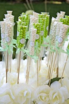 Handmade candy wedding favors displayed in a dessert buffet. Wedding favor ideas and inspiration. Candy Table, Candy Buffet, Dessert Buffet, Wedding Favors, Party Favors, Buffet Wedding, Bar A Bonbon, Festa Toy Story, Candy Crafts