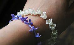 Blomsterarmband Liljekonvalj & Syren / Flower Bracelet Lily of the Valley & Lilacs - Evelinas Ekologiska http://www.evelinasekologiska.se/