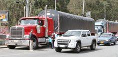 """IPIALES """""""". El contrabando de todo tipo de mercancías es un factor que afecta gravemente a los transportadores de carga pesada en el municipio de Ipiales, frontera con Ecuador. (DIARIO DEL SUR - 15 Mar 2016 /IPITIMES en PINTEREST)"""