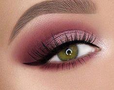 In 2019 Fabulous Green Eyes Makeup Ideas To Look Natural – Eye Makeup Hazel Green Eyes, Eyeshadow For Green Eyes, Green Smokey Eye, Eyeshadow Looks, Eye Makeup Steps, Natural Eye Makeup, Smokey Eye Makeup, Makeup Tips, Makeup Ideas