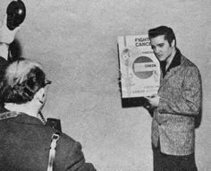 Elvis in New-York in january 6 1957, for the cancer foundation.