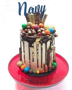 Chocolate loaded cake, drip cake, male cake Man Birthday, Birthday Cakes, Birthday Ideas, Chocolate Drip Cake, Heart Cakes, Vanilla Buttercream, Drip Cakes, Creative Cakes, Doodle