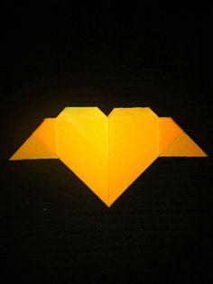 Corazón con alas origami.  https://www.etsy.com/es/shop/redesigning