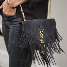 Yves Saint Laurent does tassel bags! Fashion Mode, Look Fashion, Fashion Bags, Womens Fashion, Fashion Trends, Lifestyle Fashion, Luxury Lifestyle, Fall Fashion, Fashion Ideas