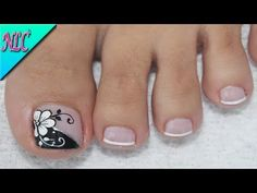 ♥DISEÑO DE UÑAS PARA PIES FLOR BLANCO Y NEGRO ¡MUY FÁCIL! - FLOWERS NAIL ART - NLC - YouTube Pretty Toe Nails, Cute Toe Nails, Toe Nail Art, Acrylic Nails, Cute Pedicure Designs, 3d Nail Designs, French Nails, Hair And Nails, My Nails