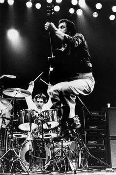 Pete Townshend Keith Moon ~ the Who Keith Moon, Rock Roll, Mapex Saturn, John Entwistle, Pete Townshend, Music Pics, Music Images, Art Music, Roger Daltrey