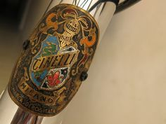 I just love classic headbadges...and this one from Cinelli is one of the best.