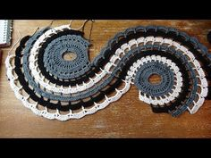 Excellent Snap Shots Crochet Doilies spiral Strategies Although many of the doilies that you see in stores today are produced from paper or machine lace, t Thread Crochet, Crochet Doilies, Doily Patterns, Crochet Patterns, Free Crochet, Knit Crochet, Crochet Table Runner Pattern, Spiral Pattern, Crochet Videos