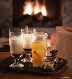 Apfelglühwein mit Gewürzen - Frisch gekocht Cocktails, Drinks, Pint Glass, Smoothies, Panna Cotta, Coffee Maker, Mugs, Tableware, Ethnic Recipes
