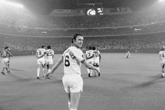 Franz Beckenbauer 1977 New York Cosmos Brooklyn Nets, Kevin Durant, Oklahoma City, Real Madrid, North American Soccer League, Soccer Images, New York Cosmos, Germany Team, German National Team