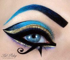 Egyptian goddess eye make up. -Egyptian goddess eye make up. -Egyptian goddess eye make up. Egyptian Eye Makeup, Egypt Makeup, Cleopatra Makeup, Arabic Makeup, Cleopatra Costume, Egyptian Hair, Egyptian Jewelry, Halloween Eye Makeup, Maquillage Halloween
