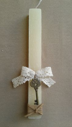 Handmade Easter Candle Easter Projects, Easter Crafts, Easter Candle, Candle Decorations, Baptism Candle, Palm Sunday, Candle Sconces, Diy And Crafts, Wall Lights