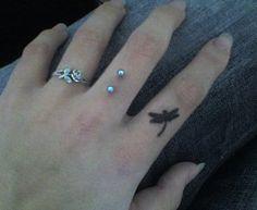 Tatouage femme doigt : 49 modèles sublimes - 24