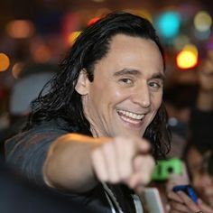 Tom Hiddleston on set in Brisbane (24.08.2016) http://maryxglz.tumblr.com/post/149431448517/beaglebitch-insanely-smart