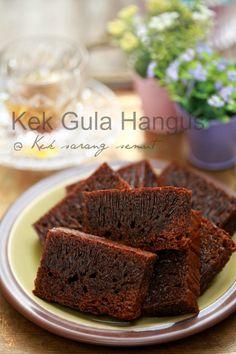 masam manis: Kek Gula Hangus akhirnya...... Asian Desserts, Sweet Desserts, Baking Cupcakes, Cupcake Cakes, Nyonya Food, Malaysian Dessert, Honeycomb Cake, Resep Cake, Asian Cake