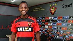 Aos 27 anos, o atacante foi formado no Vitória e chegou a ser emprestado a Palmeiras e Flamengo