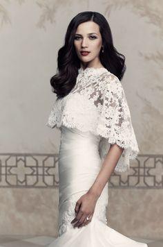 Os presentamos la bonita colección de boleros para novias de la firma @Paloma_Blanca.
