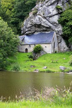 Chapelle Saint-Gildas - Bieuzy, Morbihan (France) Ville France, Place Of Worship, Wonderful Places, Beautiful Places, Beautiful Landscapes, Places To See, Bella, Normandia, Brittany France