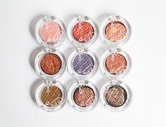 和极光偏光甲油同一个概念的眼影系列 一共10个颜色, 因为专柜缺货只收到9个 质地有普通版【珠光…
