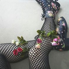 aesthetic, girl, and fashion image Monster High, Dr. Martens, Mode Rock, Catty Noir, Hogwarts Mystery, Punk, Girl Gang, Fishnet, Legs