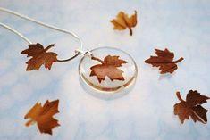 Herbst-Halskette Petite Eco Resin Schmuck gedrückt Blatt Mini Maple Petite Transparent Airy Botanischen Halskette / Anhänger