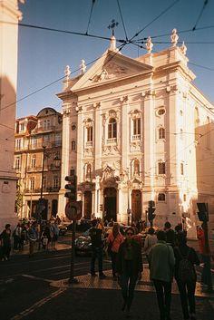 Chiado, Lisboa.Igreja da Encarnação A bonita Igreja da Encarnação está situada em pleno coração de Lisboa, no requintado e mítico Largo do Chiado