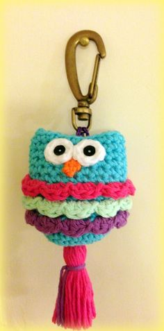 Cute little crochet owl. Might be able to guess the pattern on this one. Crochet Owls, Crochet Cross, Love Crochet, Crochet Animals, Crochet Flowers, Knit Crochet, Crochet Patterns, Crochet Keychain, Crochet Bookmarks