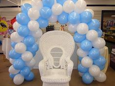 baby shower balloon decor | Balloon arch and main chair for baby shower - Mennens Pinata Kingdom