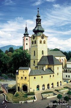 The town castle was once formed by several ancient buildings in the central Slovakian metropolis Banská Bystrica. Carl Sagan, Heart Of Europe, Ancient Buildings, Royal Life, Church Building, European Countries, Central Europe, Bratislava, Hungary