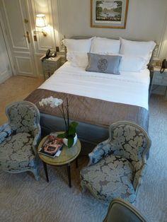 Palace parisien, Plaza athénée - Chambre - hôtel - Luxe - Paris ...