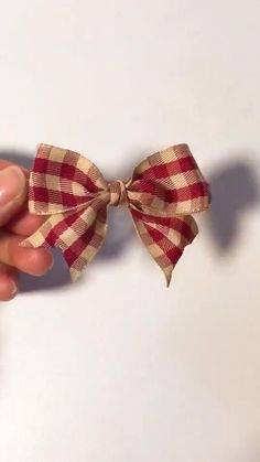 Diy Crafts Hacks, Diy Crafts For Gifts, Diy Home Crafts, Diy Ribbon, Ribbon Crafts, Ribbon Projects, Diy Flowers, Fabric Flowers, Diy Hair Bows