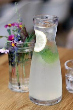 hausgemachte limonade mit zitrone, ingwer und nana-minze für 4,6 euro