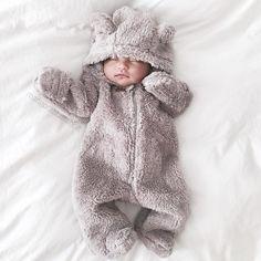 @mangorabbitrabbit  Another shot of the little teddy when he was 1 week old. time flies! #babylucas #stillpoopingonmommy