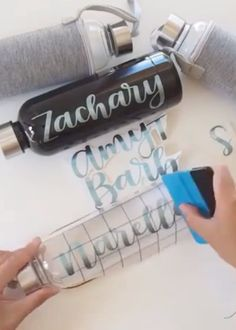 Personalized bottles with vinyl! ✨ Check out how Liz from Letter Me applies her handlettered vinyl designs effortlessly using the Kassa Vinyl Transfer Tape 👏🏻 videos ideas Personalized Bottles with Craft Vinyl Upcycled Crafts, Diy And Crafts, Crafts For Less, Gift Crafts, Crafts To Make And Sell, Diy Crafts Videos, Diy Gifts, How To Make, Film Transparent