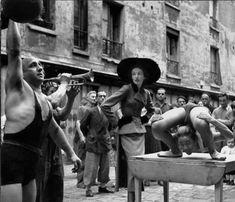 richard avedon elise daniels with street performers suit by balenciaga le marais paris august 1948