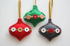 Are you bored with your Christmas tree ornaments? We offer you 20 beautiful felt Christmas ornaments ideas which you can craft by yourself. Felt Christmas Decorations, Christmas Ornaments To Make, Christmas Sewing, Xmas Crafts, Handmade Christmas, Christmas Crafts, Christmas Patterns, Christmas Christmas, Tree Decorations