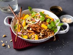 Ribbe med asiatisk  vri Wok, Ethnic Recipes, Ribe, Cilantro, Red Peppers