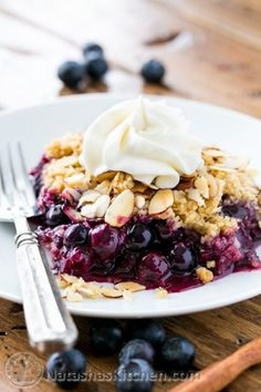 This blueberry crumble is easy to prepare! Layers of plump and juicy blueberries covered with a crumbly topping and piled high with vanilla ice cream.