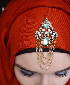 Hijab ways to Accessorize Hijab With Jewelry Head Accessories, Fashion Accessories, Wedding Hijab Styles, Wedding Dresses, Stylish Hijab, Hijab Chic, Headpiece Jewelry, Bridal Jewellery, Hijab Pins