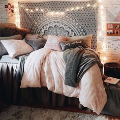 35 Amazingly Pretty Shabby Chic Bedroom Design and Decor Ideas - The Trending House Cozy Room, Bedroom Makeover, Bedroom Design, Chic Bedroom, Bedroom Decor, College Dorm Room Decor, Girl Bedroom Decor, Aesthetic Bedroom, Room Ideas Bedroom