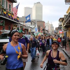 Just your average Sunday morning run!  #randompeopletakingpictures #bourbonstreet #nola #neworleans #kreweofcarrollton #runnola #nolarunning #followyournola #mardigras #frenchquarter #running #marathontraining #throwmesomethingmister by dietitianonamission.nola