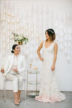 Modern white and pink wedding ideas | Photo by  Bethany Michaela | Design by TINSEL & TWINE | Read more -  http://www.100layercake.com/blog/2015/03/02/modern-white-a…-wedding-ideas/