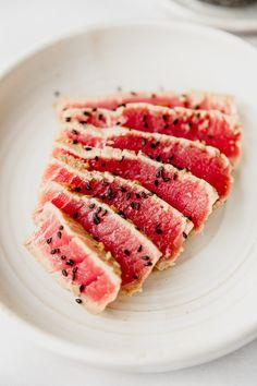 Learn To Make Seared Ahi Tuna! It's Easy and Delicious. Ahi Tuna Marinade, Seared Ahi Tuna Recipe, Seared Tuna, Tuna Steaks, Grilled Tuna, Tuna Steak Recipes, Seafood Recipes, Cooking Recipes, Ahi Recipes