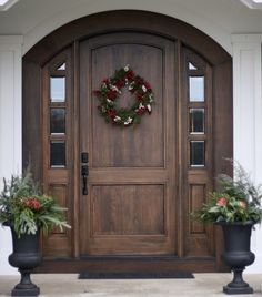 41 Beautiful Farmhouse Front Door Entrance Decor and Design Ideas Front Door Entrance, Exterior Front Doors, Entrance Decor, Front Entrances, Entrance Ideas, Arched Front Door, Stained Front Door, House Entrance, Entrance Design
