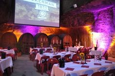 Les caves ACKERMAN sont spécialement aménagées pour Festivini. Le monde troglodyte est à l'honneur...