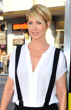 """Jenna Elfman Photos Photos - Actress Jenna Elfman arrives at the premiere of Warner Bros. Pictures' """"Horrible Bosses"""" at Grauman's Chinese Theatre on June 30, 2011 in Hollywood, California. - Premiere Of Warner Bros. Pictures' """"Horrible Bosses"""" - Red Carpet"""