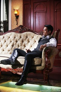 Man Boots, Riding Boots, Chesterfield Chair, Style Men, High Boots, Leather Boots, Equestrian, Menswear, Hot