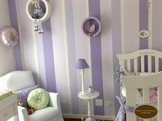 Olá! Vamos fazer arte na parede? Esta parede pintei especialmente para o quartinho da minha filha quando estava grávida. Confesso, deu um pouquinho de trabalho, mas nada como uma arte feita por nós com muito amor e carinho, não é mesmo? O papel de parede facilitaria muito a minha vida, mas queria fazer algo diferente, […] Nursery Paintings, Paint Stripes, Diy Wall Art, Girl Room, Sconces, Wall Lights, Home And Garden, Living Room, Bedroom
